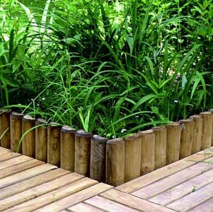 virágos kert kerítés